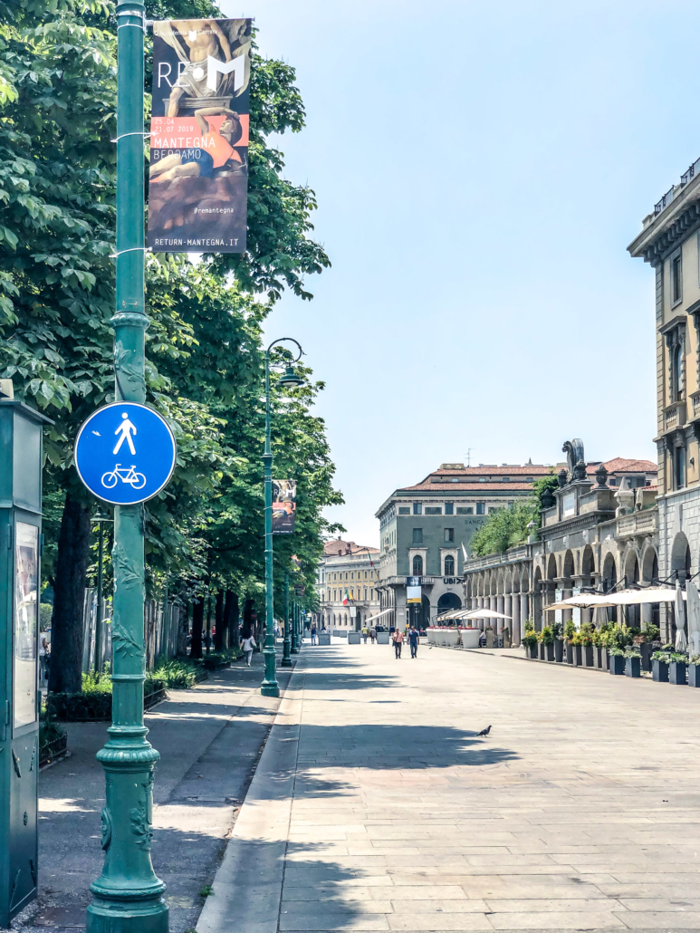 Allestimento_stendardi_Accademia_Carrara